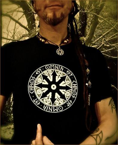 OMNIA Est Chaos T-shirt