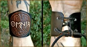 """Coloured"" OMNIA Leather Wristband"