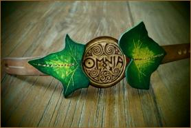 OMNIA Ivy Leaf Elegant Leather Wristband