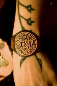OMNIA Elegant Leather Wristband