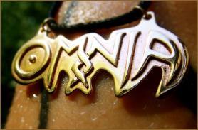 OMNIA Logo Amulet