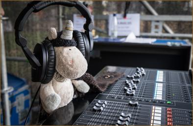 mr.Fluffy is da BEST soundman EVVA! me tell mr.Sascha wat to do cos me be best moozik produuuzer!